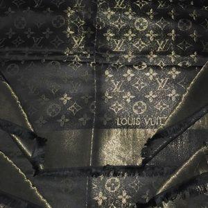 NWT Elegant & Chic Silk, Wool, w/Gold Thread Wrap